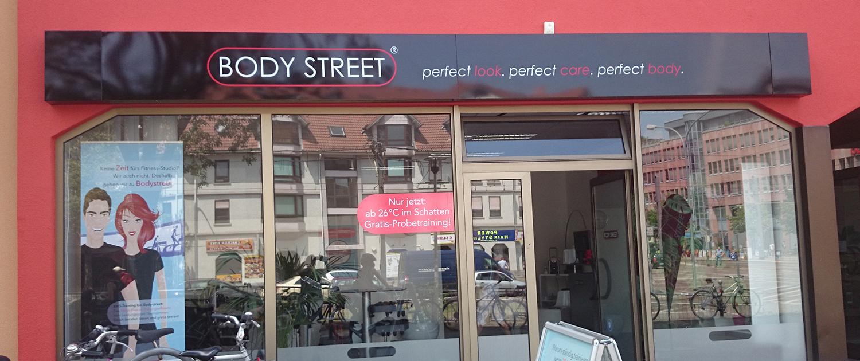 Schilder & Leitsysteme Body Street